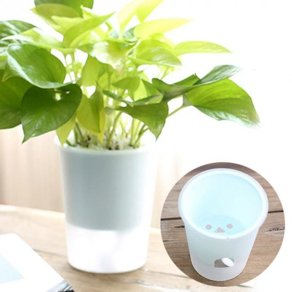 Plastic pot with automatic watering system - 1