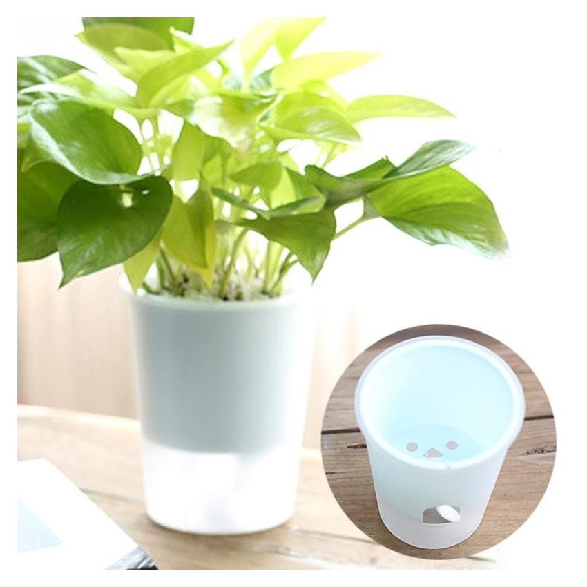 Pot en plastique avec système d'arrosage automatique - 1