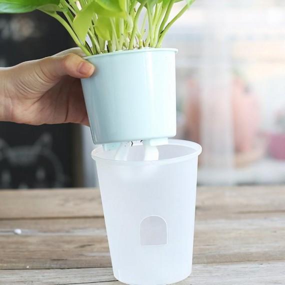 Pot en plastique avec système d'arrosage automatique - 2
