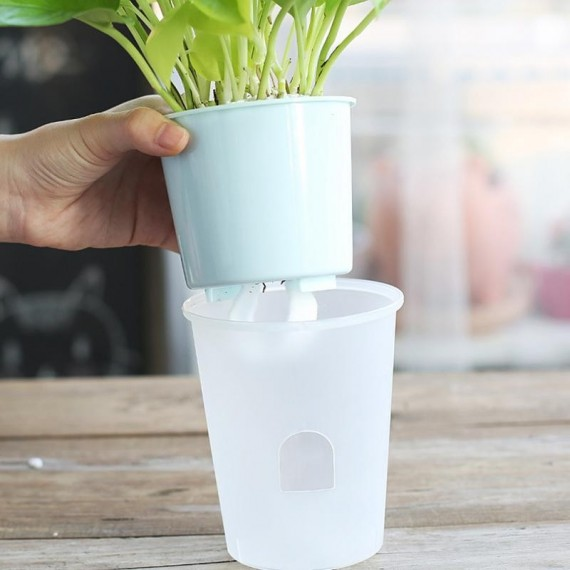 Plastic pot with automatic watering system - 2