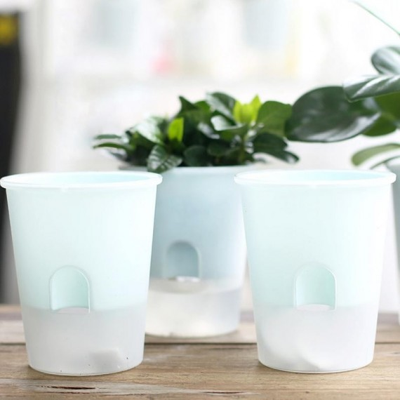 Plastic pot with automatic watering system - 4