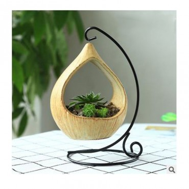 Pot hanging from its wrought iron pendant - 6