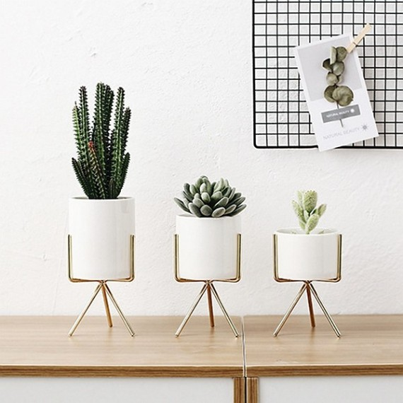 3 stand pots - 8