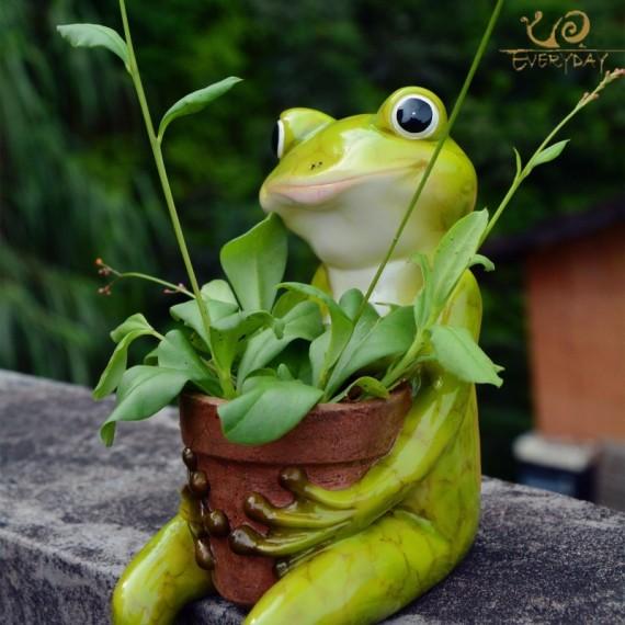 Grenouille tenant un pot - 1