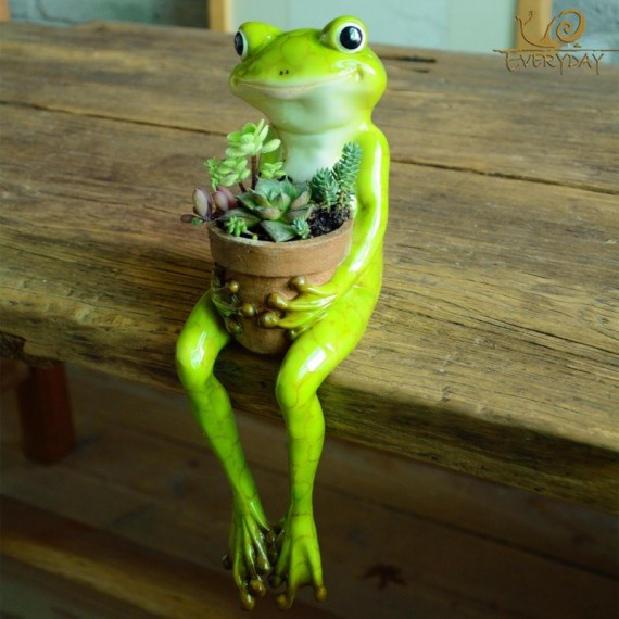 Grenouille tenant un pot - 5
